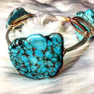 Jewelry - 🆕Turquoise Stone Gold Wire Wrapped Bangle